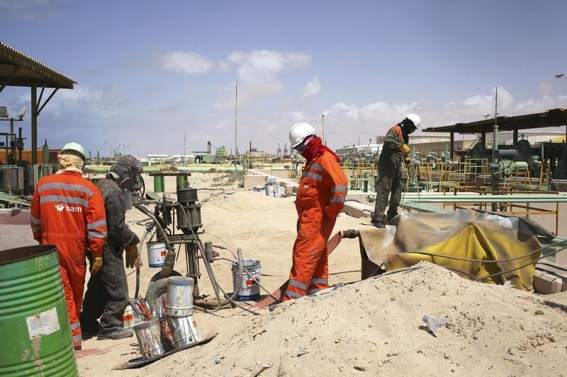 Нефть в минусе, восстановление добычи в Ливии сдерживает ралли